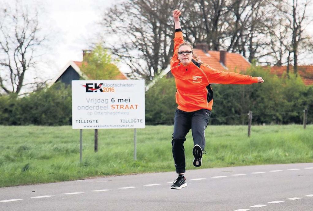 Lisa Jonkers wil eerste worden op het EK Klootschieten